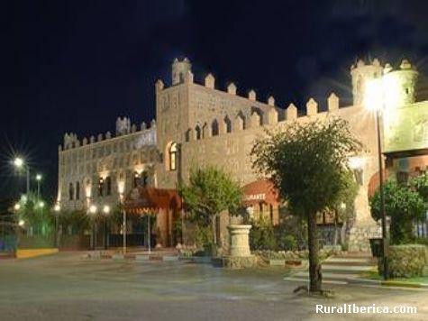 Fotos fachada hotel real castillo la guardia toledo for Oficina de turismo laguardia