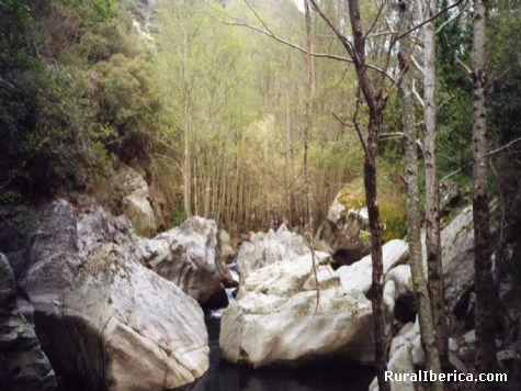 Cauce seco del rio Xares en Barja - Barja, Orense, Galicia