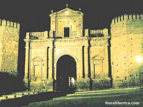 Puerta de Cordoba de noche en Carmona - Carmona, Sevilla, Andalucía