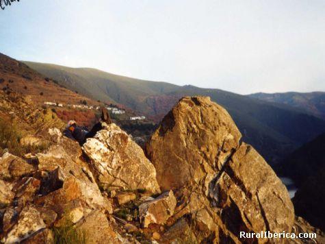 El pueblo de San Fiz al fondo. San Fiz, Orense - San Fiz, Orense, Galicia