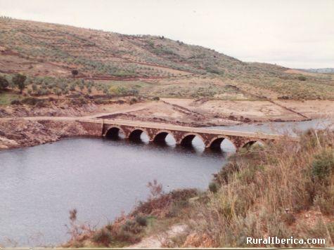 Puente bajo el agua - Ahigal, Cáceres, Extremadura