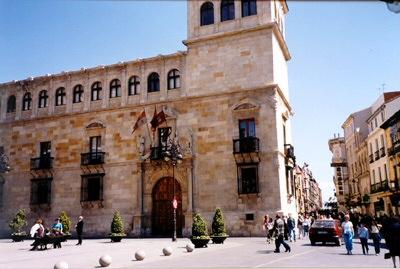 León, Palacio de los Guzmanes - León, Castilla y León