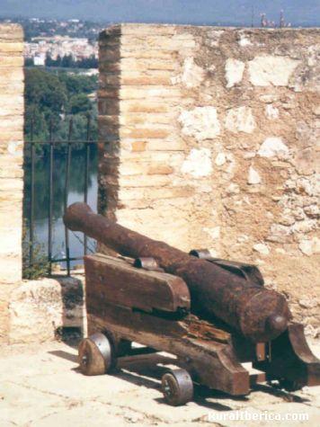 Un cañón del Parador de Tortosa (Tarragona) - Tortosa, Tarragona, Cataluña