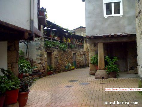 Una de las viejas calles de Petín - Petín, Orense, Galicia